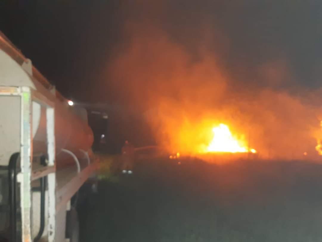 Incendio en terreno moviliza a bomberos de Lerdo