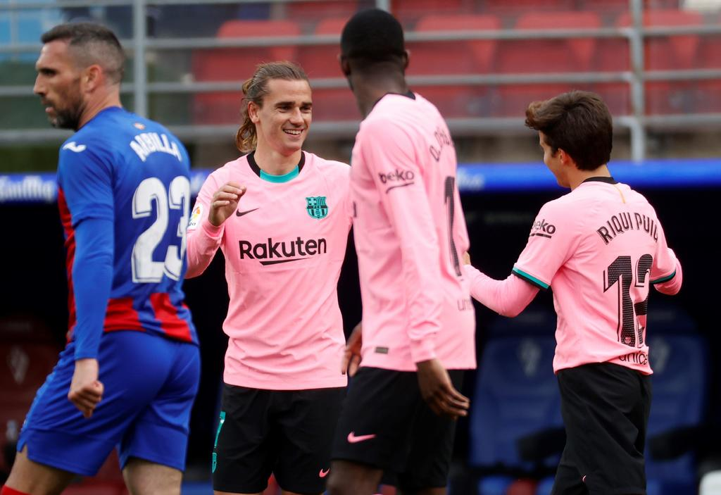 Griezmann acaba con la desgana del Barcelona al anotar ante Eibar