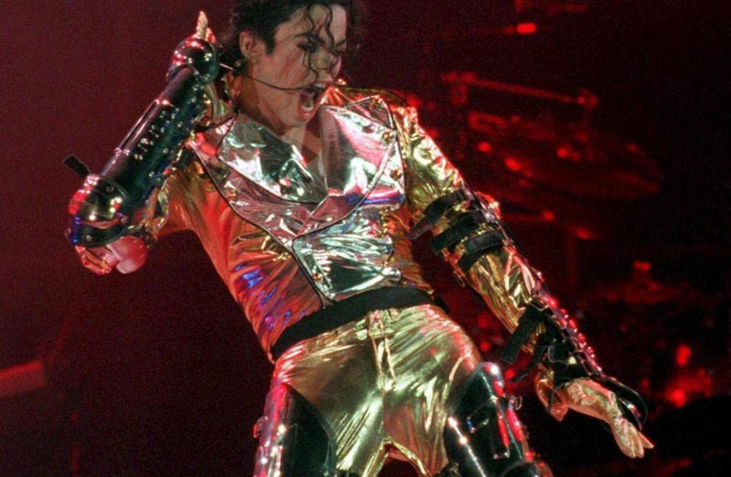 2009: Fallece Michael Jackson, reconocido cantante, compositor, productor discográfico, bailarín y actor estadounidense