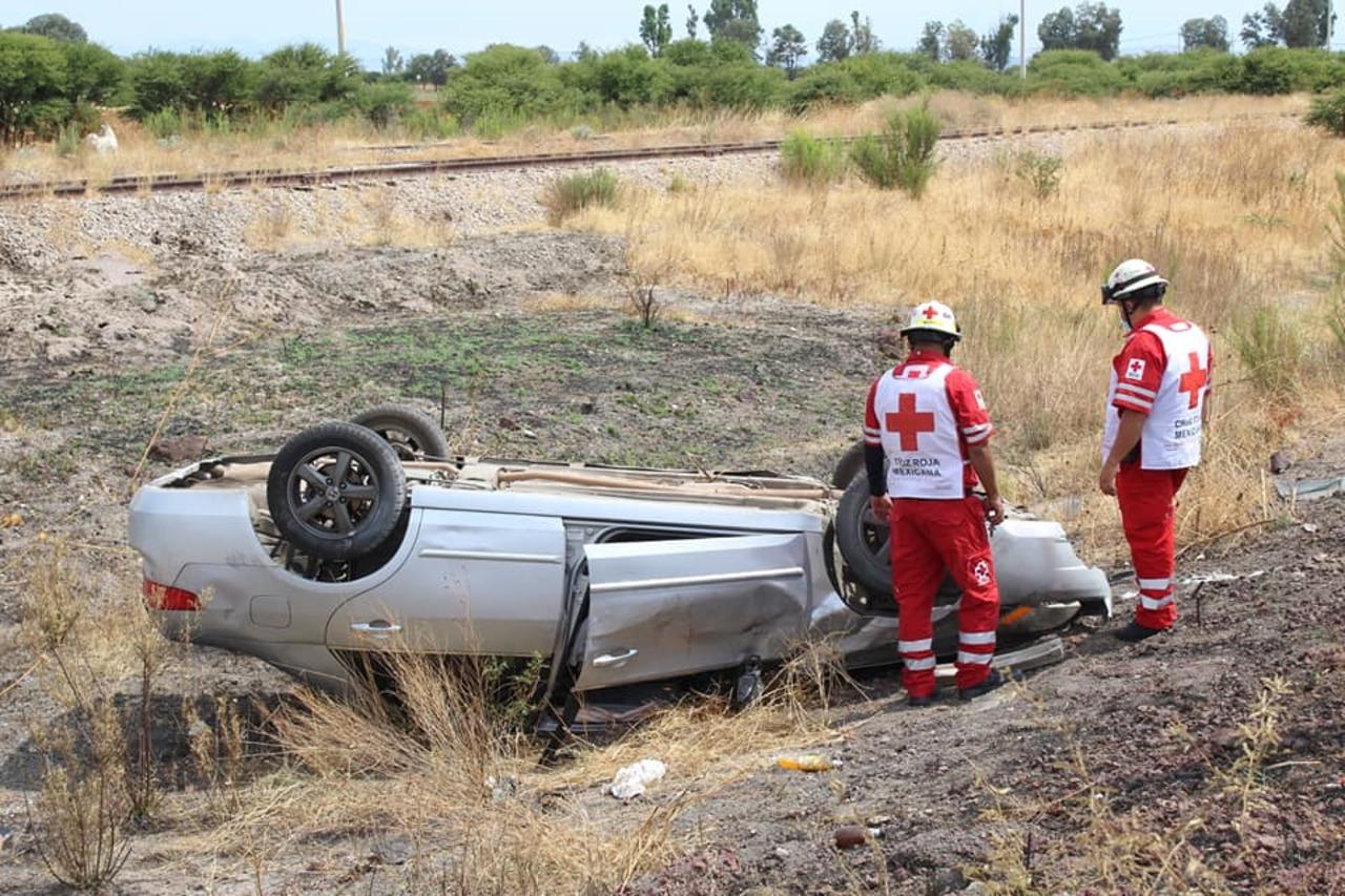 Vuelca su auto camino a Málaga