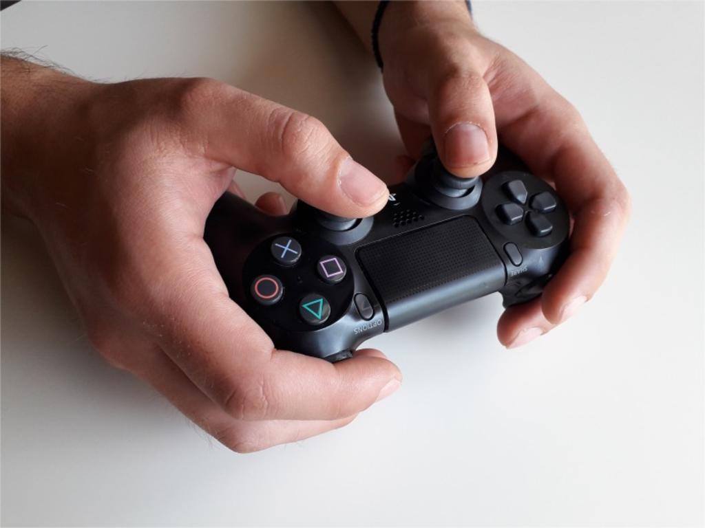 Adolescente le dispara a otro tras discutir por una partida de videojuego