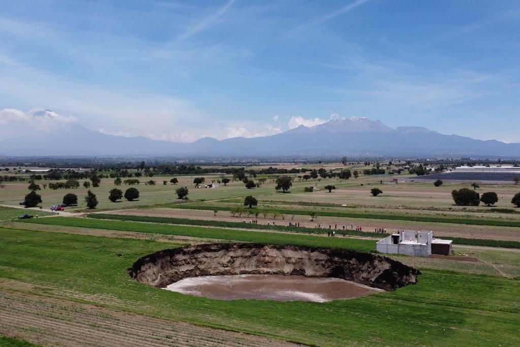 Aumenta tamaño de socavón en Puebla