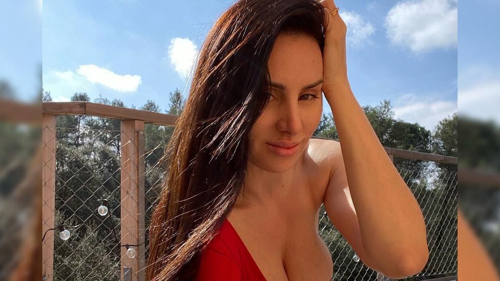 Mala Rodríguez seduce con bikini estampado en dólares