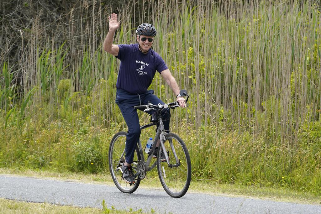 Biden ofrece alternativa a republicanos para infraestructura