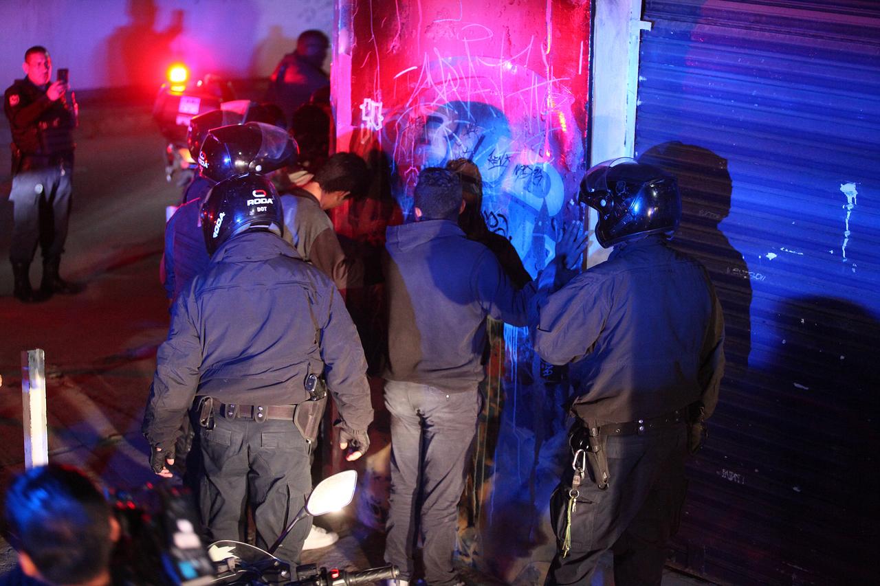 Borrachos y escandalosos; detenidos 30 en 24 horas