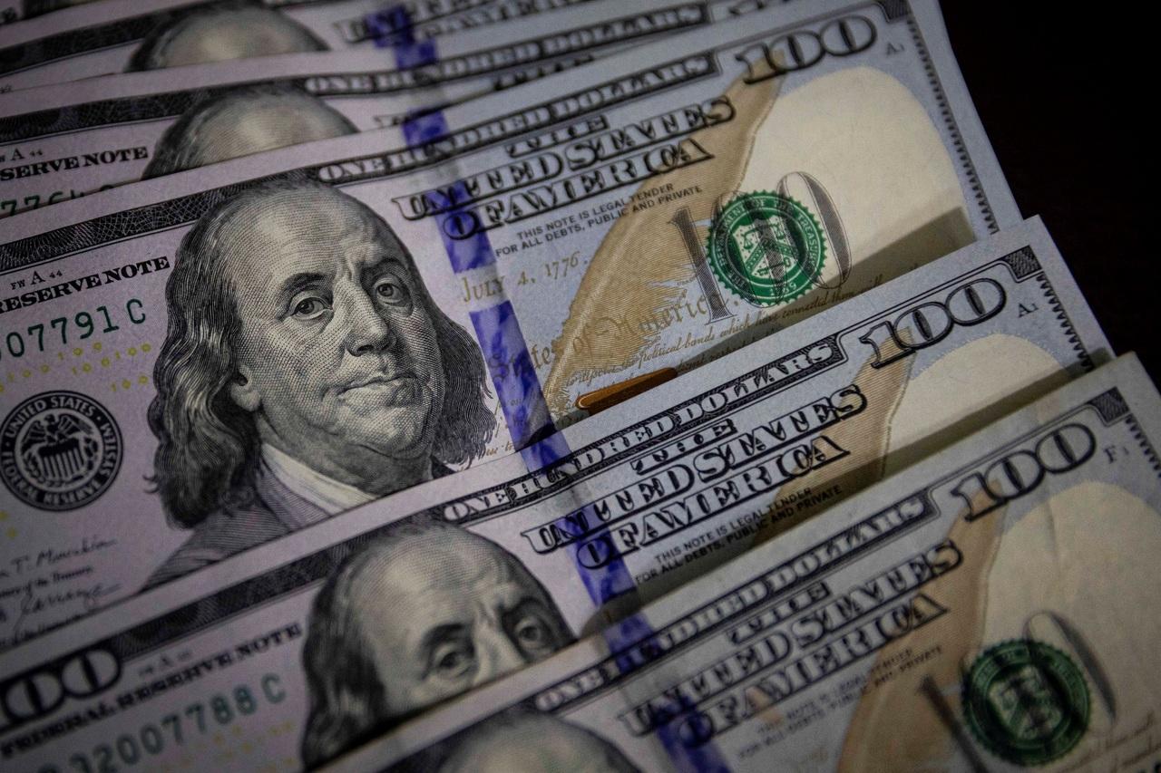 El peso se aprecia 0.05% ante el dólar