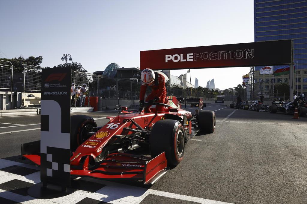 Leclerc saldrá primero en el Gran Premio de Azerbaiyán; 'Checo' Pérez en séptimo