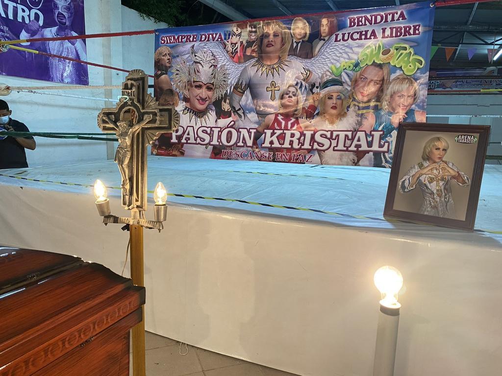 Familia y luchadores dan último adiós a Pasión Kristal