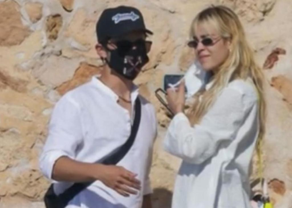 Danna Paola y Alex Hoyer se 'destapan' en Ibiza