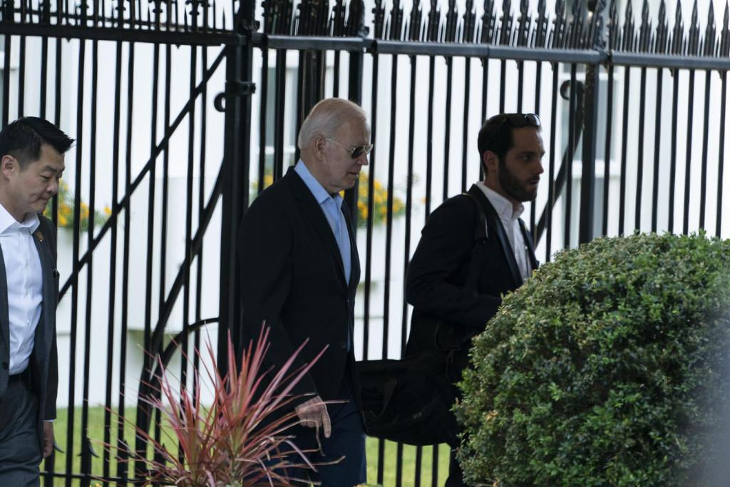 Biden recurre a Obama para promover inscripción al Obamacare