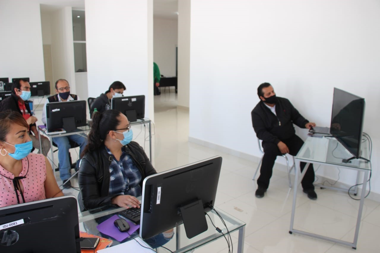 Llevan a cabo curso de diseño gráfico en el municipio de Lerdo