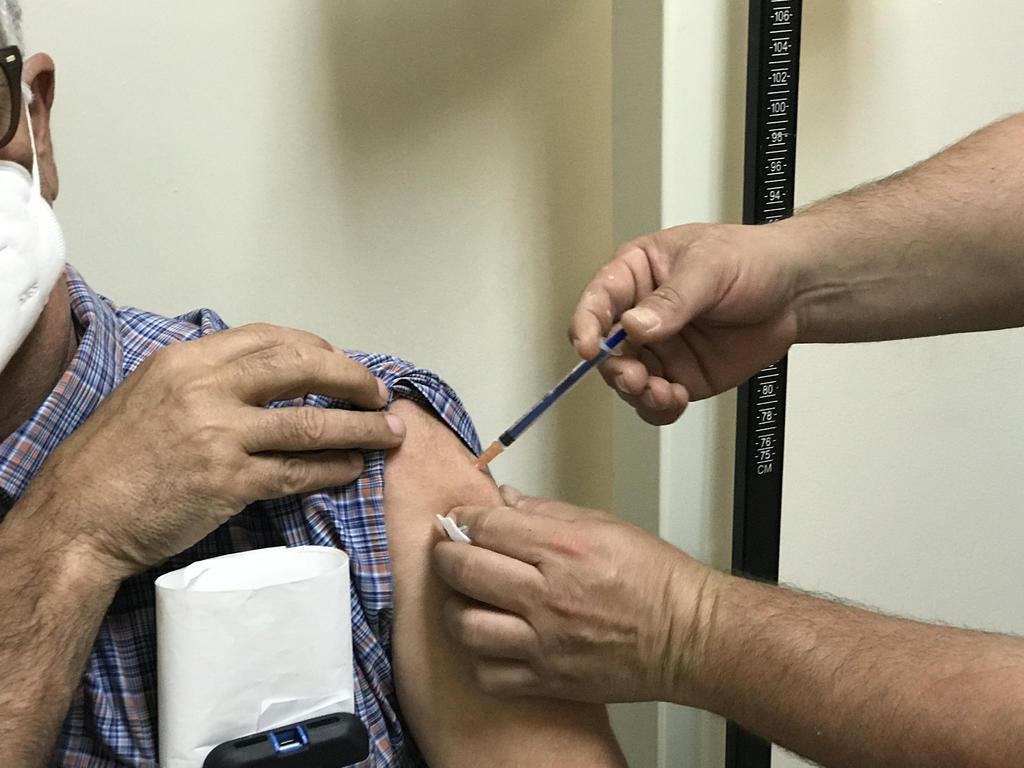 Reiniciará estrategia de vacunación antiCOVID este martes atendiendo a los de 40 años en Lerdo