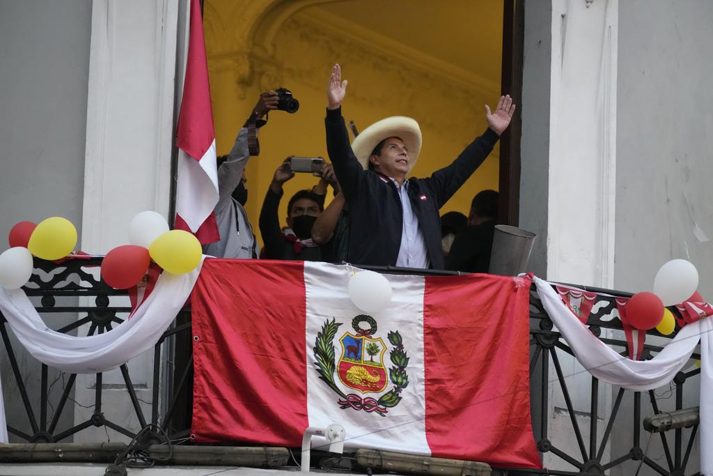 Castillo mantiene ventaja ante Fujimori