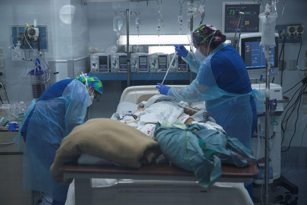 Chile registra alta ocupación en camas de cuidados intensivos
