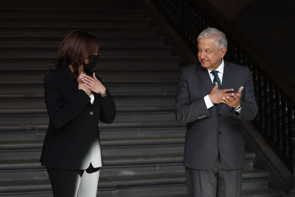 'Me camuqué y le dije presidente a Kamala Harris', reconoce AMLO
