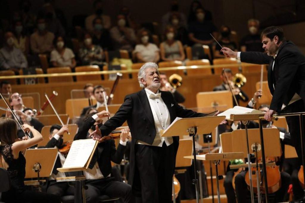 Ovacionan a Plácido Domingo en su regreso a los escenarios españoles