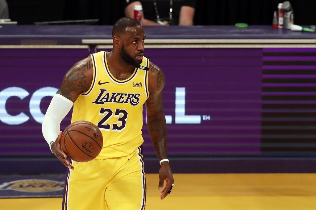 LeBron James dejaría de usar el histórico número 23 de M. Jordan
