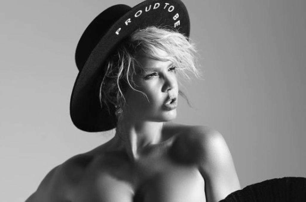 Niurka derrocha erotismo y sensulidad en blanco y negro