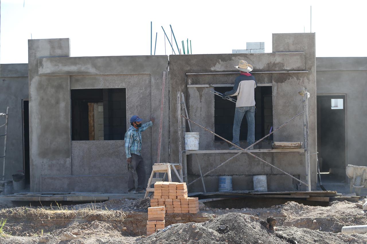 Frenan construcción de viviendas por la falta de agua