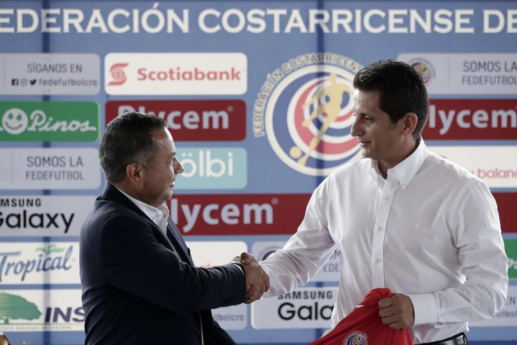 Despiden al entrenador de Costa Rica tras goleada ante Estados Unidos
