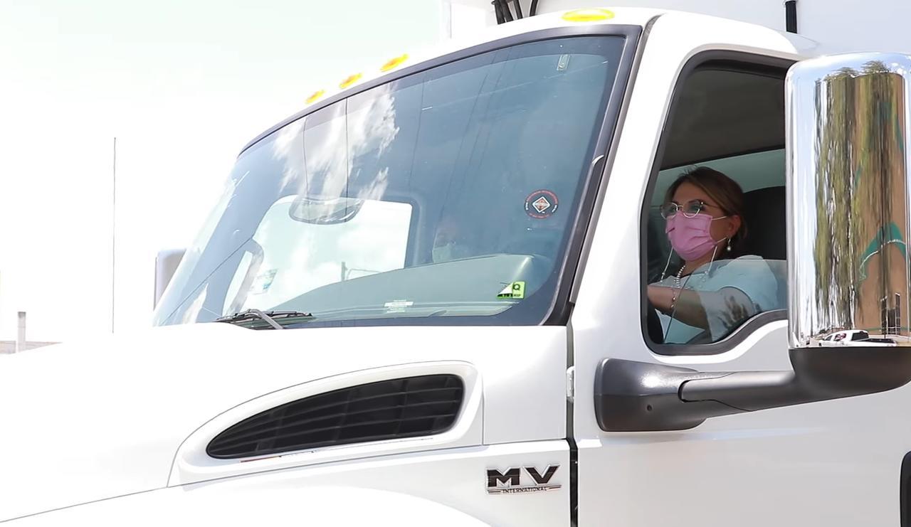 Video: Graban a esposa de Aispuro manejando camión de carga