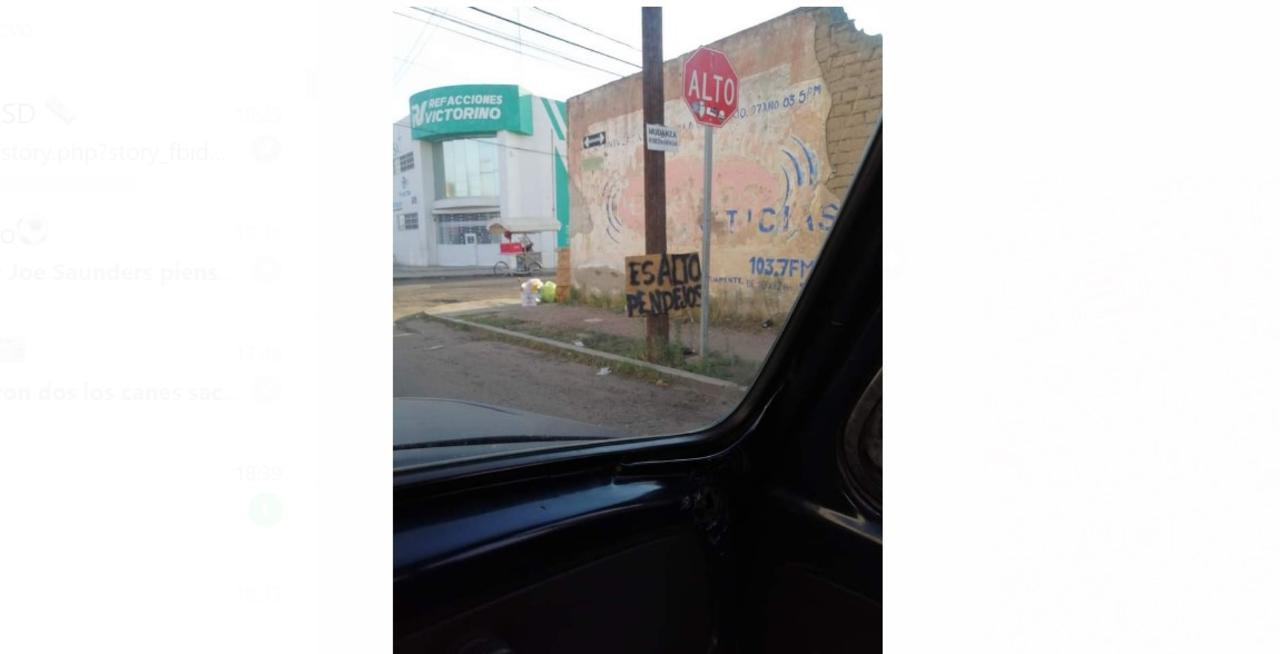 'Es alto p**dejos'; señalética en calle de Durango llama la atención a internautas