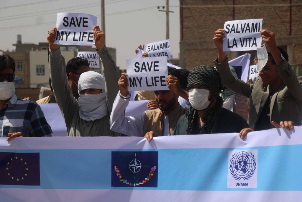 Exigen salida de Afganistán ante avance talibán