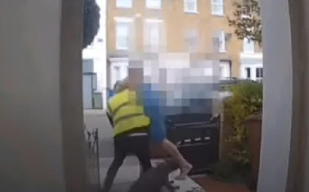 Hombre golpea y somete a ladrón armado disfrazado de repartidor