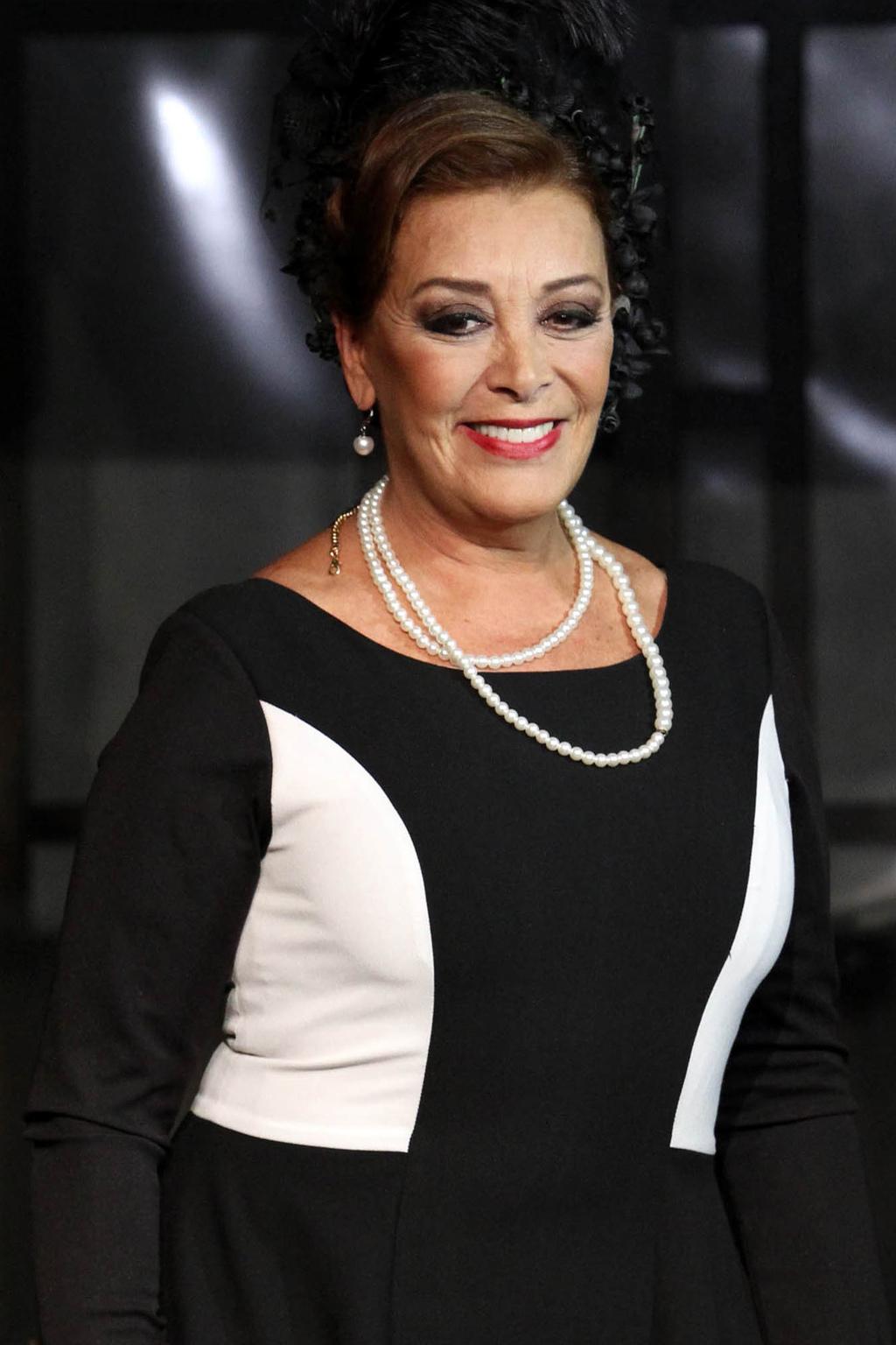 Sylvia Pasquel relanza disco con mariachi