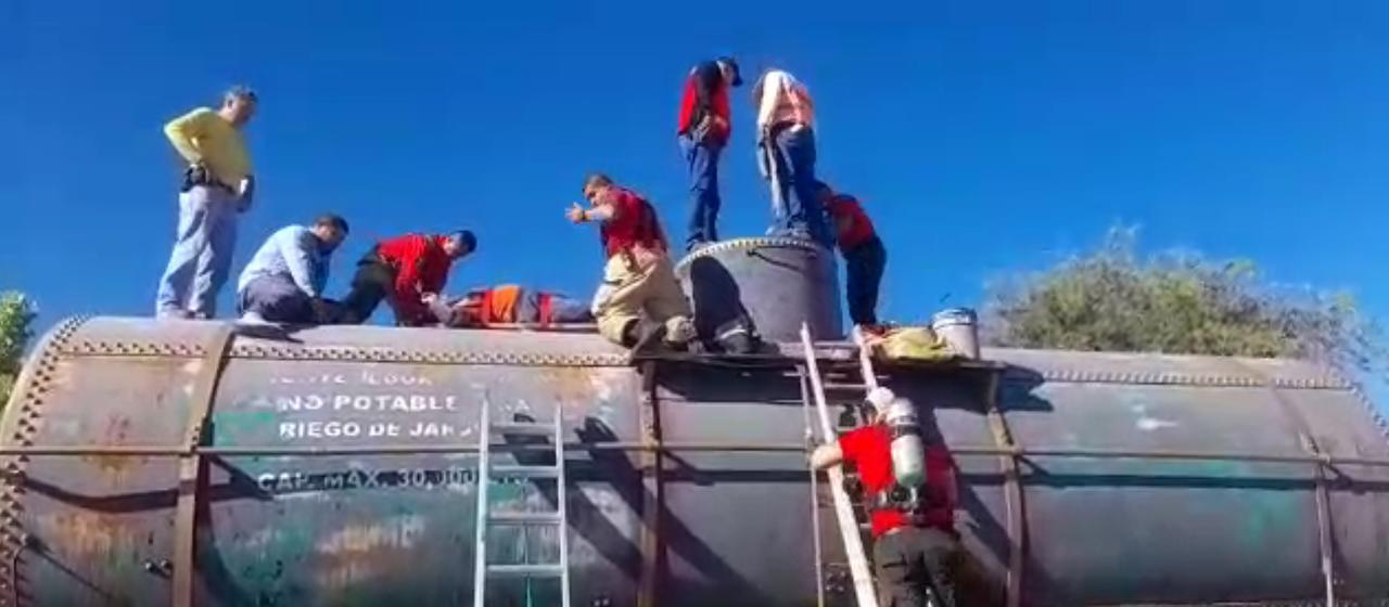 Bomberos rescatan a dos varones tras intoxicación dentro de cisterna