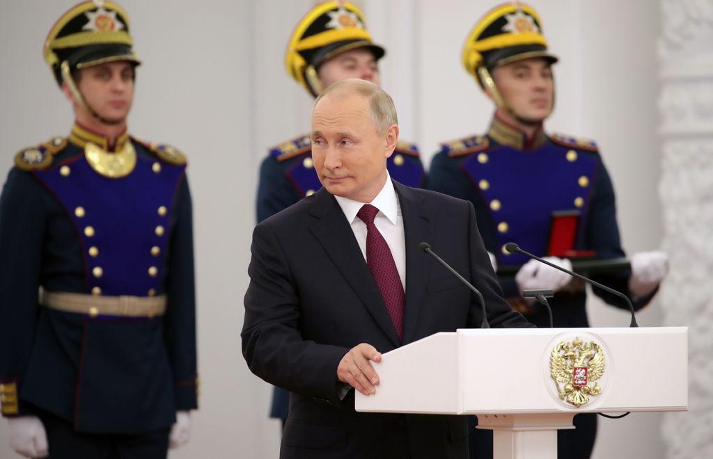 Putin premia a creadores de la vacuna Sputnik V