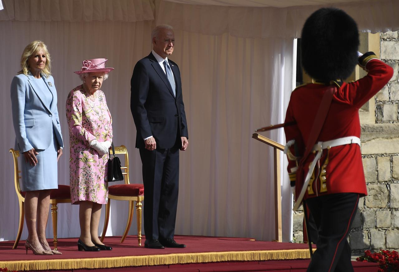 Reina me ha recordado a mi madre, dice Biden