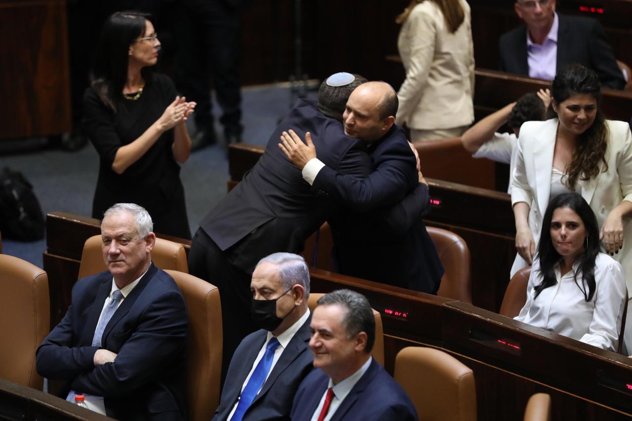 Amplia coalición logra derrocar a Netanyahu