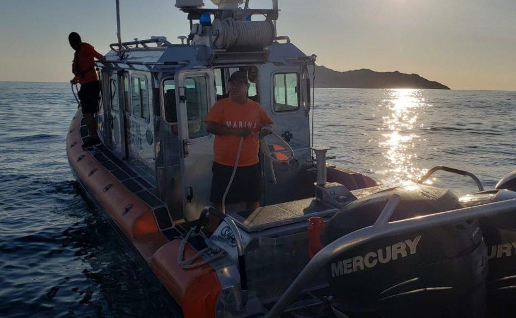 Rescatan a náufragos en Guaymas