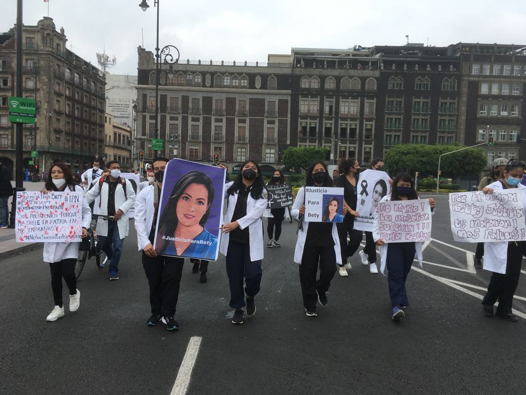 Exigen justicia por muerte de doctora
