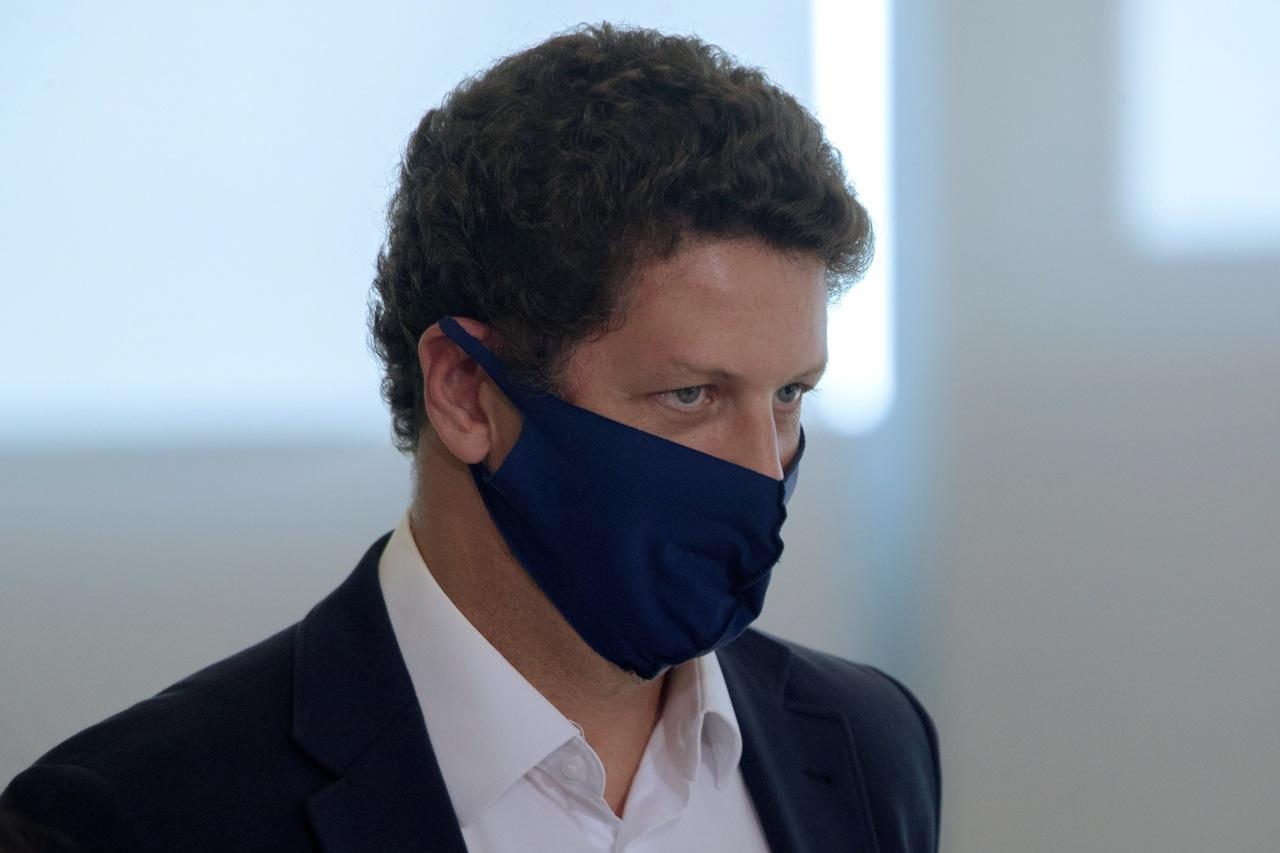 Renuncia cuestionado ministro de Brasil