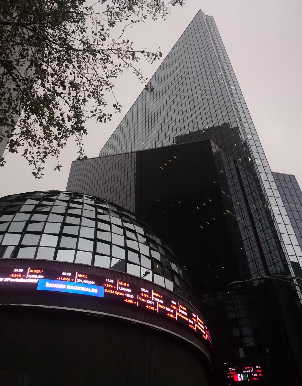 Materias primas impulsan ganancias en la Bolsa Mexicana de Valores