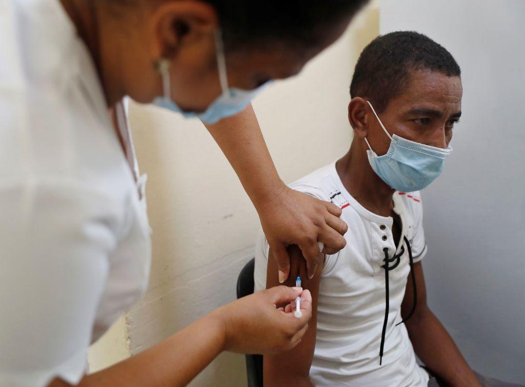 Cuba, por pedir la aprobación de vacunas