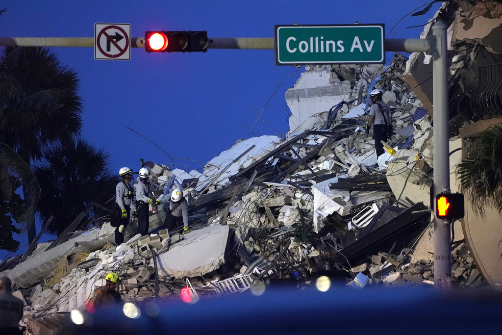 Edificio en Miami colapsa; hay 3 muertos