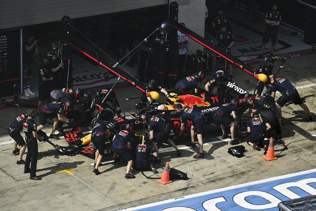 Sergio Pérez, en búsqueda de décimas en la dura pelea por el GP de Austria