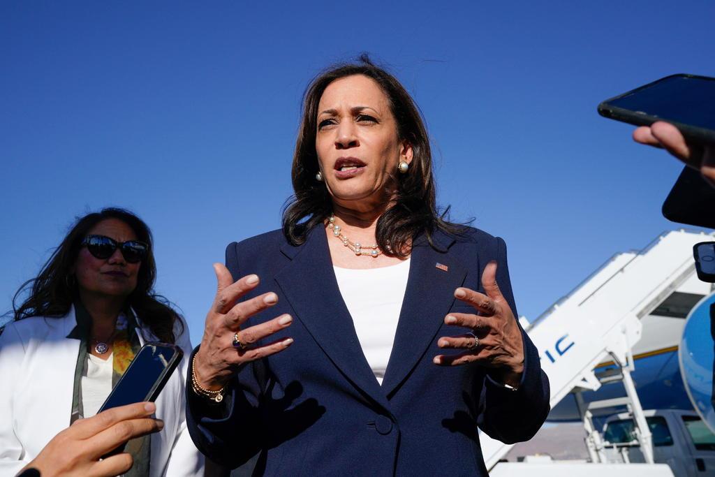 La vicepresidenta Kamala Harris se reúne con niñas migrantes; visita un puerto de entrada en la frontera