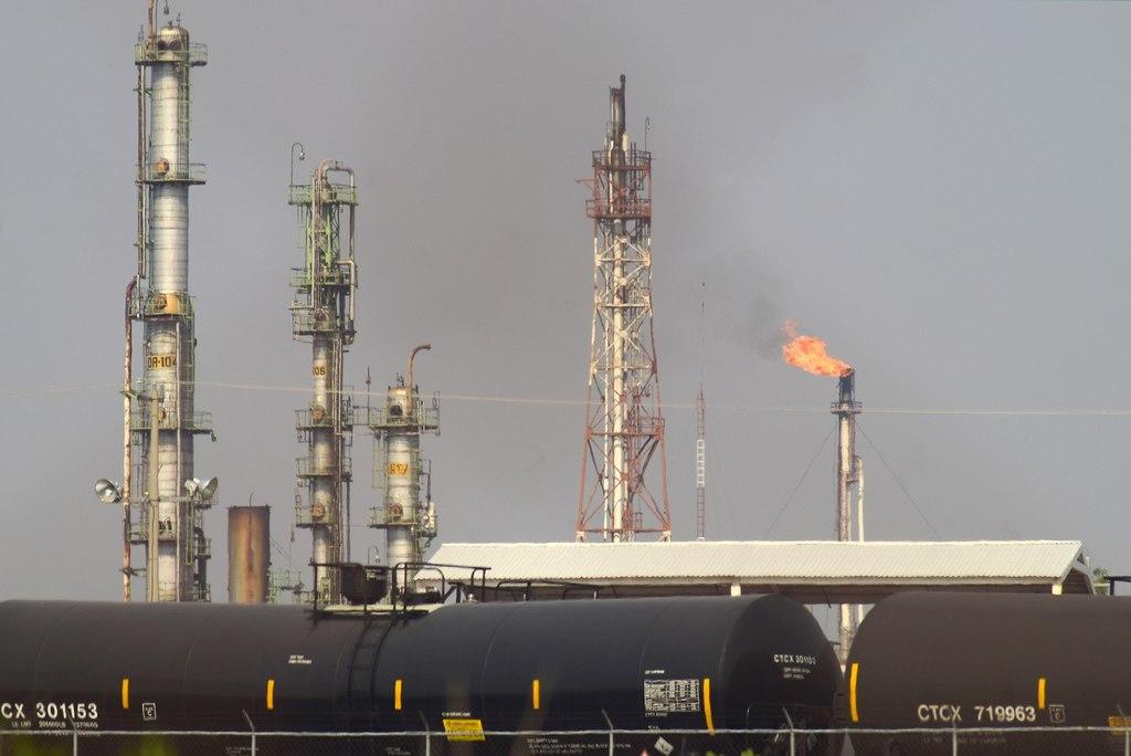 Petróleo mexicano anota nuevo récord con 69.60 dólares