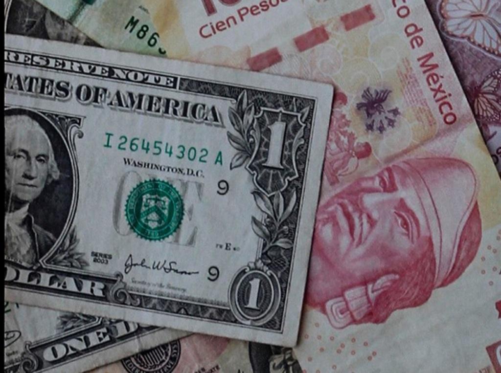 Después de que Banxico subió la tasa de interés, el peso mexicano cierra en nivel fuerte