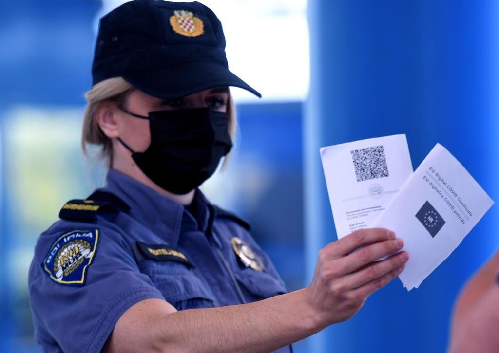 La OMS señala que no debe exigirse 'pasaporte COVID' a viajeros si aún no hay vacuna disponible globalmente