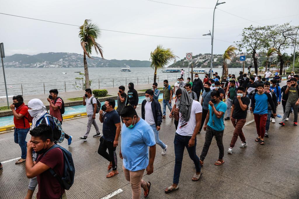 Estudiantes de Ayotzinapa exigen que compañeros desaparecidos en 2014 sean encontrados con vida
