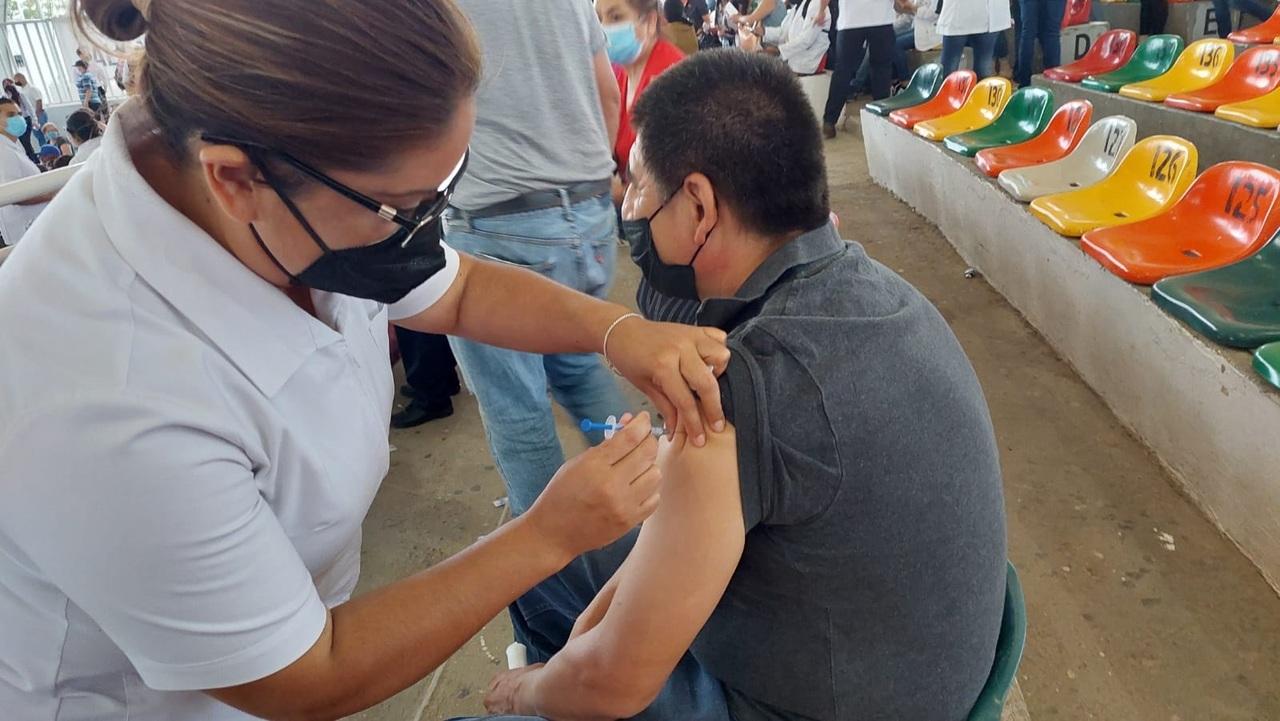 Miércoles, vacuna para 40 a 49 años