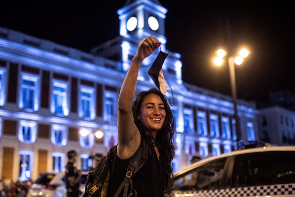 En España contagios suben y la mascarilla se deja