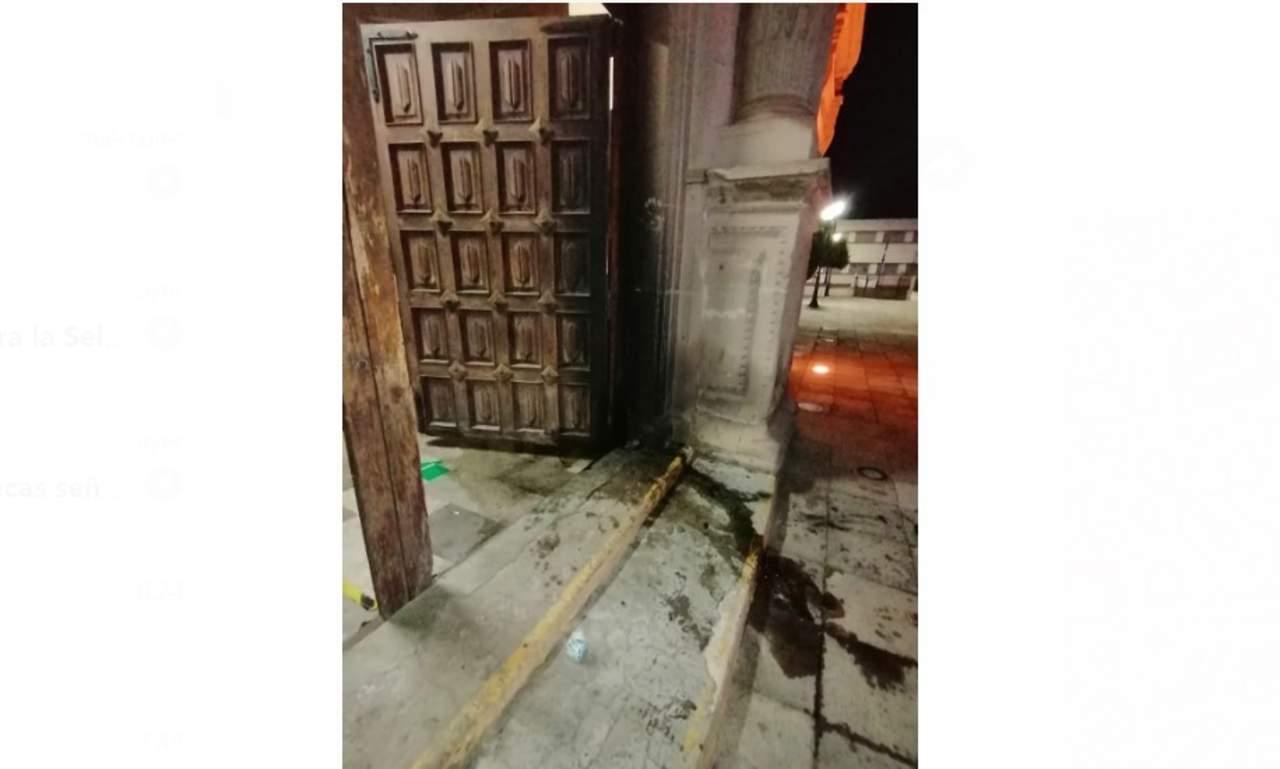 Vuelven a lanzar bomba molotov al templo de Analco