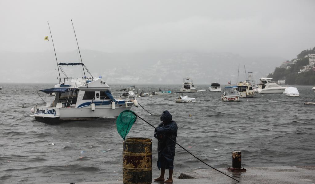 El huracán 'Enrique' se intensifica y alcanza categoría 1 en costas mexicanas