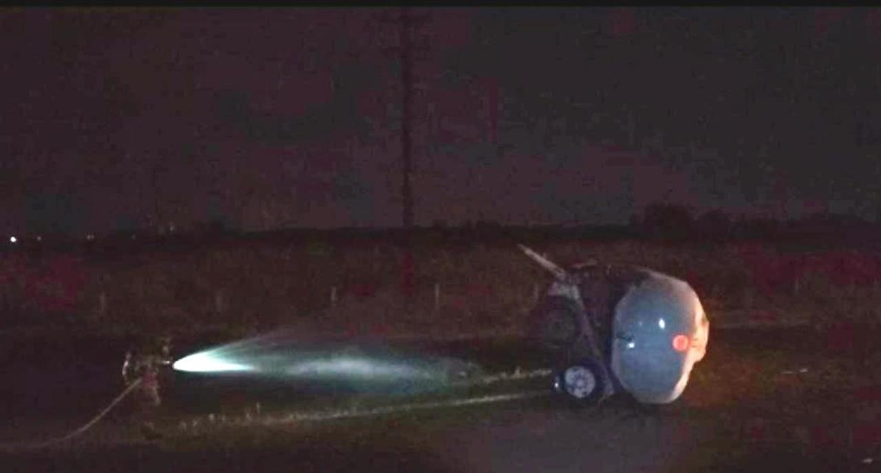 Se registra derrame de gasolina tras la volcadura de pipa